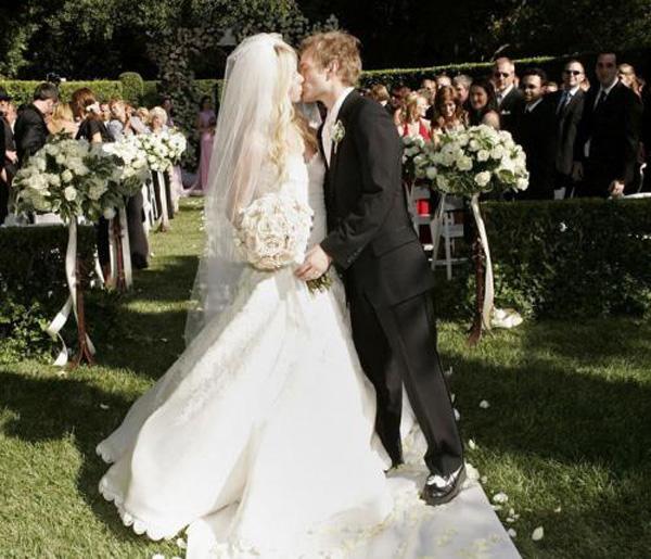 艾薇儿婚礼上的歌曲叫什么2.jpg